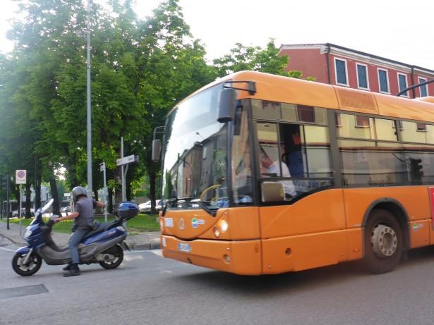 オレンジバス
