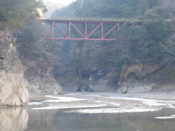 干上がった熊野川